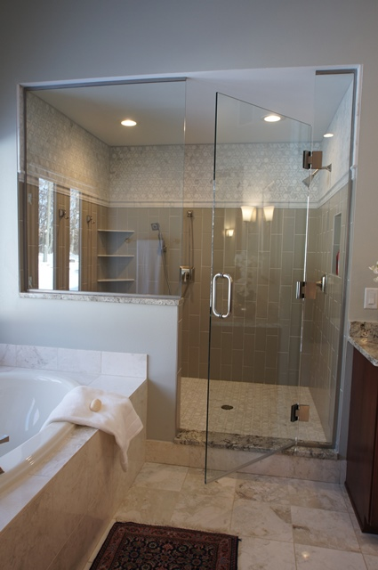 Large Traditional Bathroom